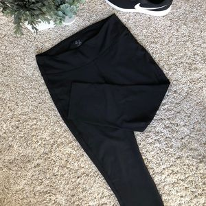 GAP Body Black Leggings Cropped. Size Large